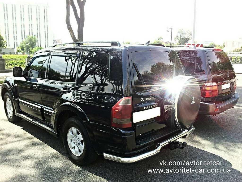 MitsubishiPajeroToyotaLandCruiser10003