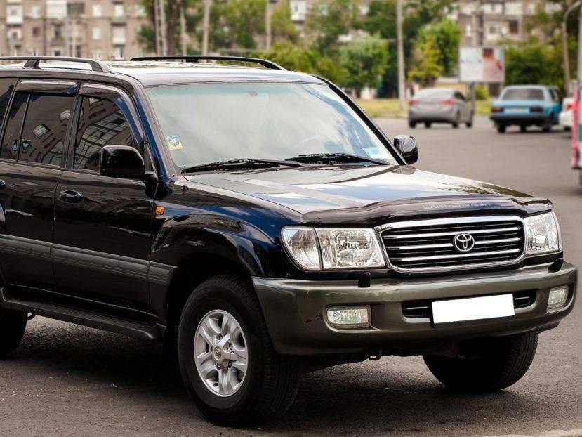 Toyota-Land-Cruiser-100-06
